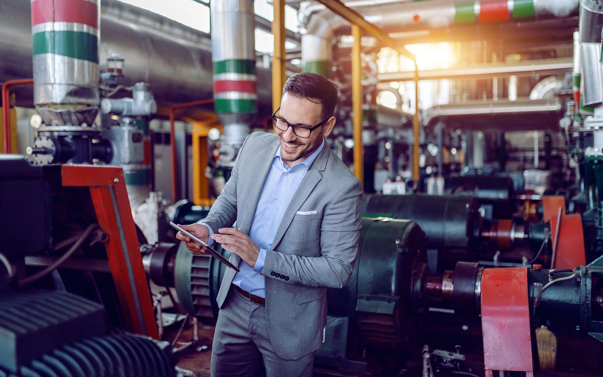 Ingenieur in einer Betriebsstätte Stromwirtschaft Anlagen