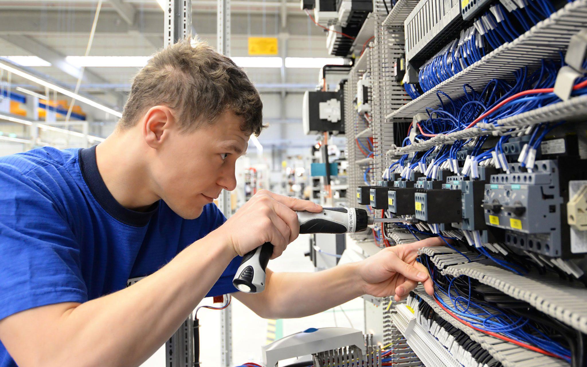 Facharbeiter Elektronik am Schaltschrank