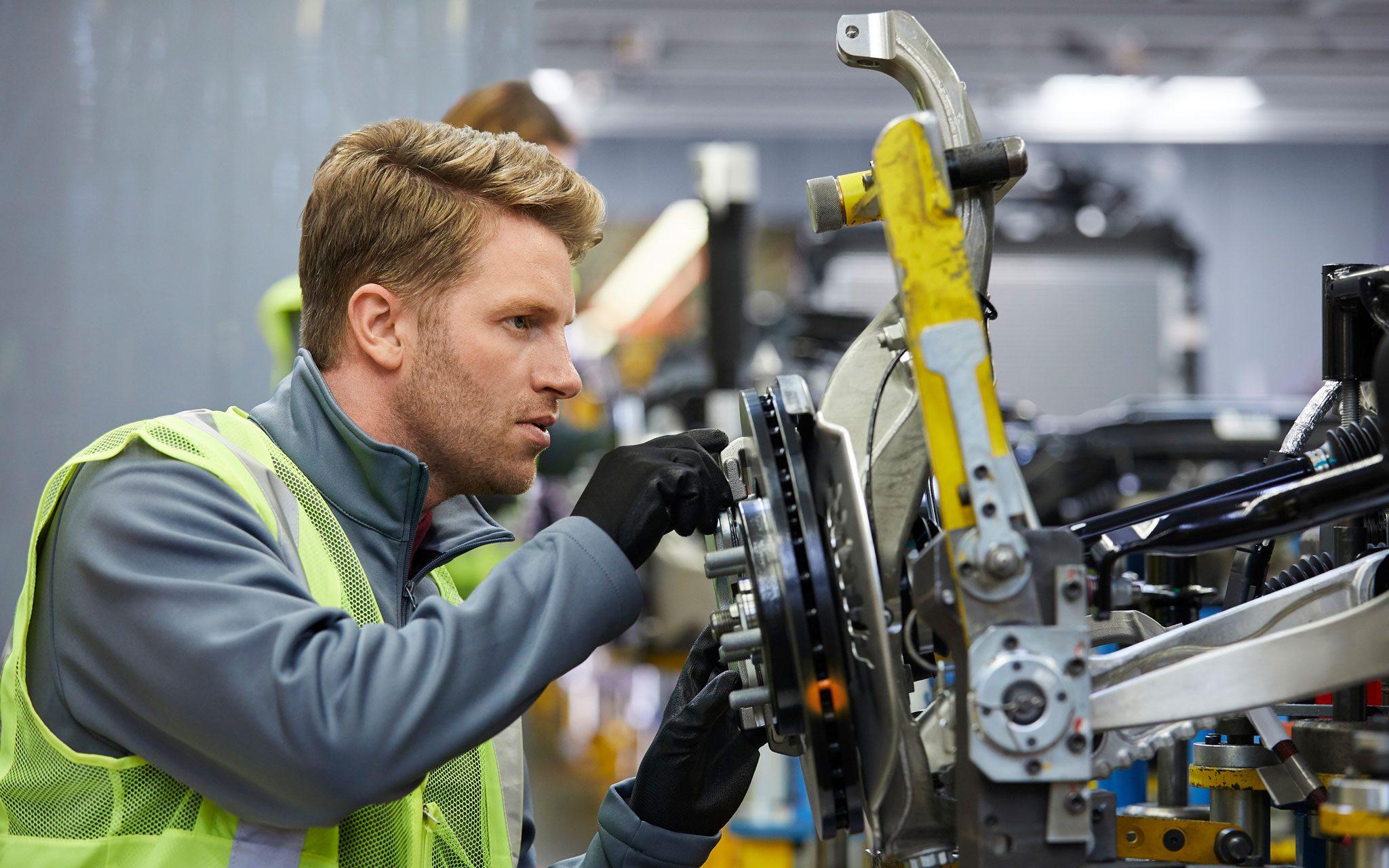 Facharbeiter Automobilbau - Autoindustrie an der Produktionsstraße
