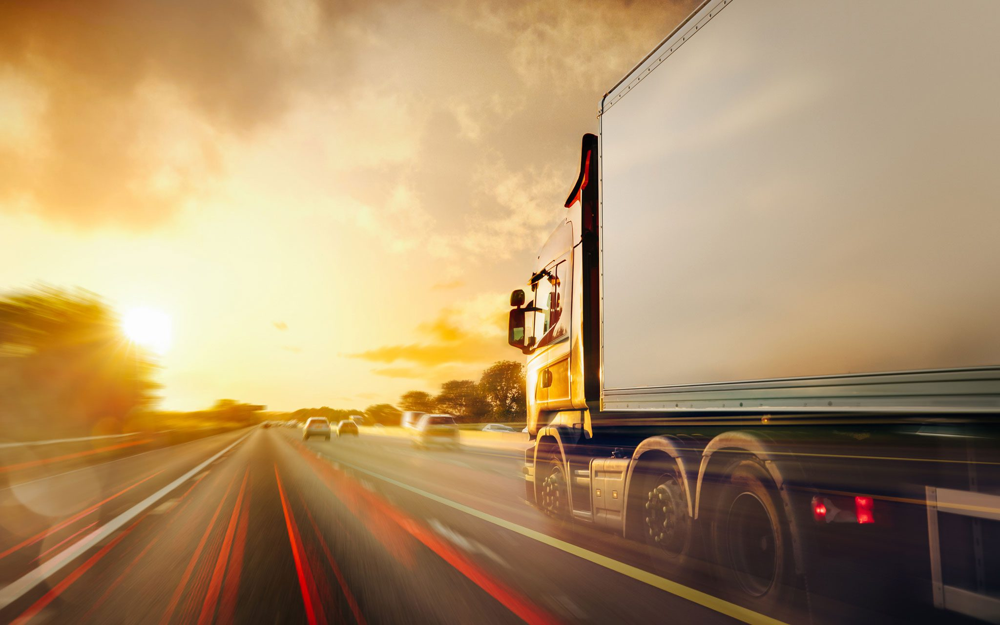 LKW auf der Autobahn im dichten Verkehr